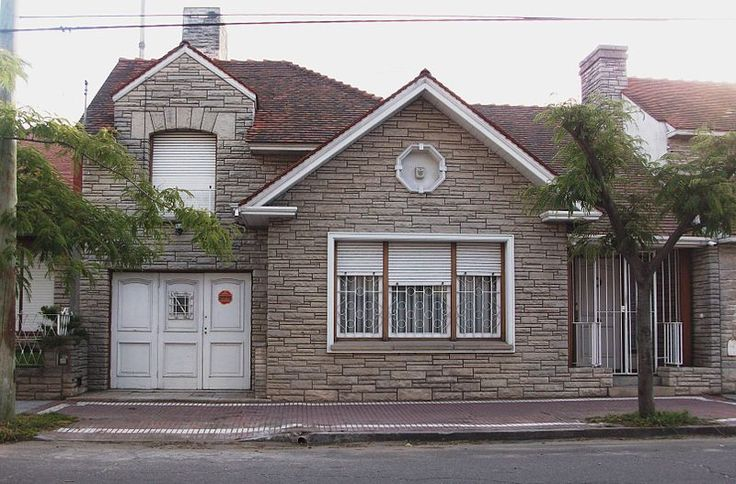 Mar del Plata style, A chalet featuring some Norman characteristics