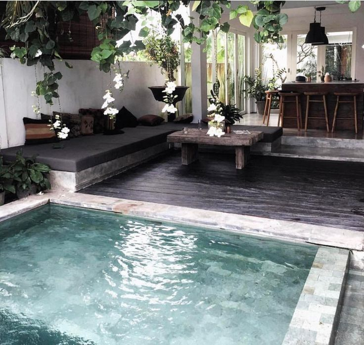 I love the colour of the pool and deck