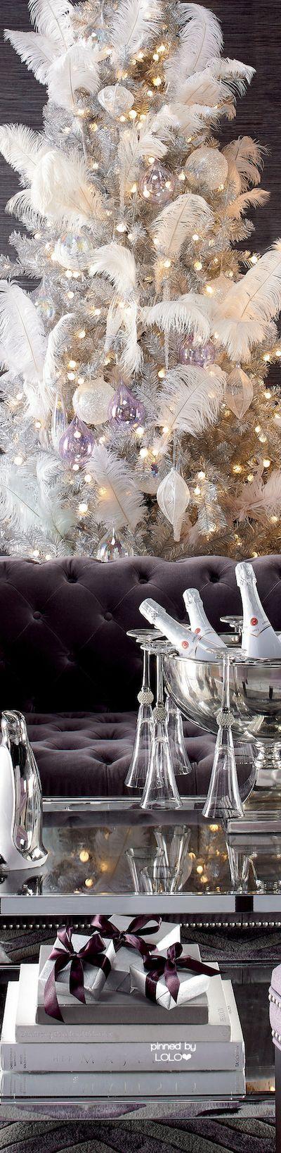 Stunning Room with Christmas Decor | LOLO❤︎