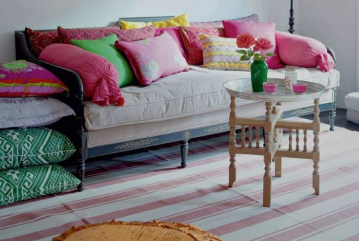 Daybed living room fuchsia pink