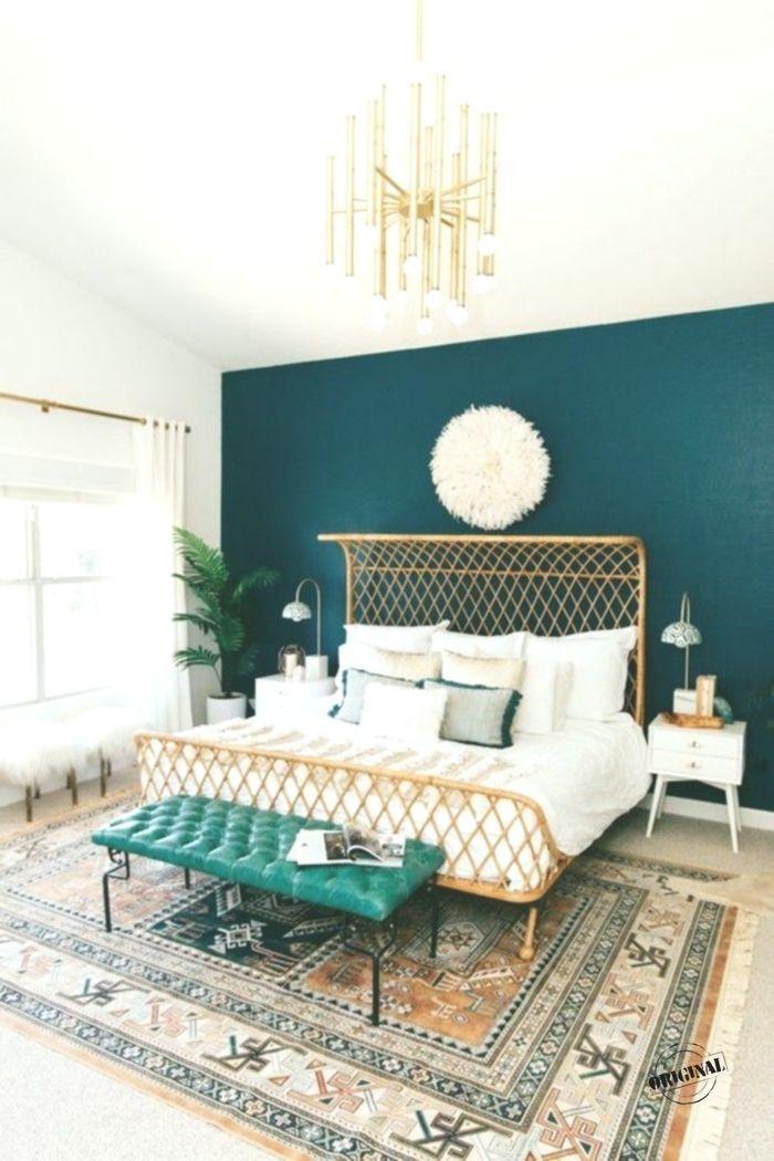 Schlafzimmer Dekorieren Bett Retro Teppich Blaue Wand Goldener