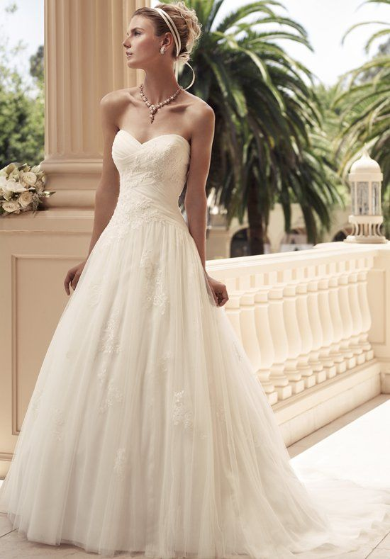 Casablanca Bridal Spring 2013 Collection (2108) - Lace, A-line, sculptured to the Gods... I've found my dress!
