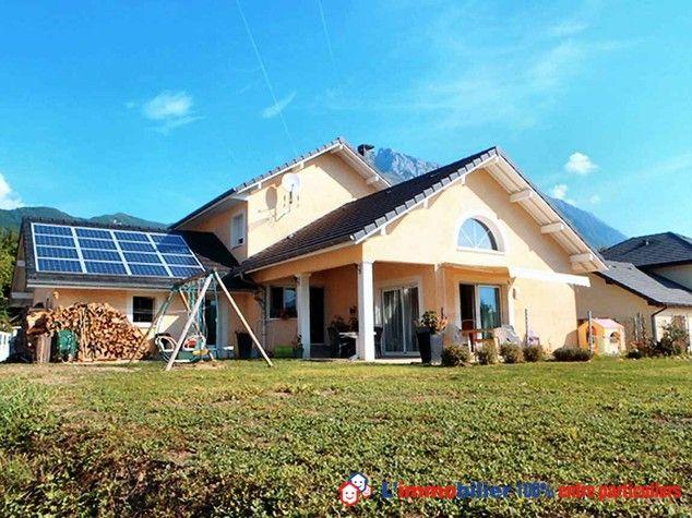 Belle maison d'architecte sur terrain clos avec prestations de qualités, econome en énergie:panneaux photovoltaïque,chauffage par geothermie +cheminée foyer fermé,cuve 3000L arrosage du jardin,double garages+mezzanines,cave et grenier. http://www.partenaire-europeen.fr/Annonces-Immobilieres/France/Rhone-Alpes/Savoie/Vente-Maison-Villa-F5-SAINT-PIERRE-D-ALBIGNY-1006856 #maison