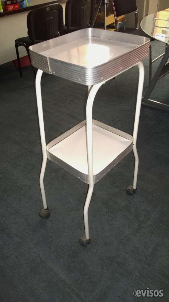 Se REMATA  Mesas Auxiliares Clasicas.  Mesa de 2 charolas con orilla de aluminio, estructura de metal cromada y llantas para su movilidad. ...  http://puebla-city.evisos.com.mx/se-remata-mesas-auxiliares-clasicas-id-624647