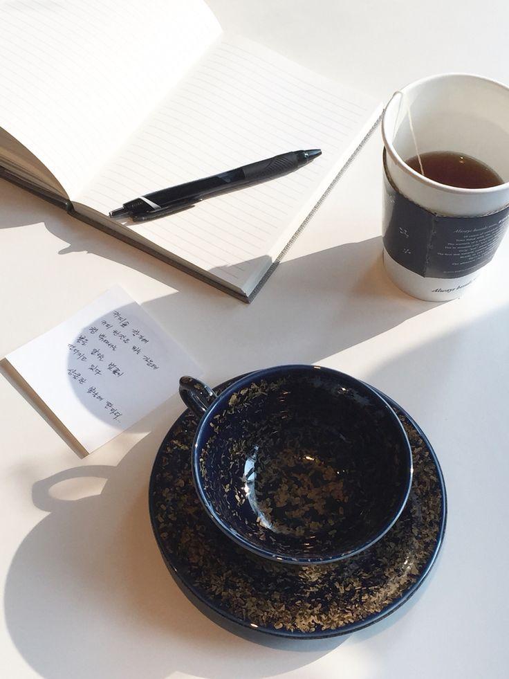 결정유 금빛 은하수 굽 커피잔.  Crystal glaze gold galaxy U-shape coffee cup
