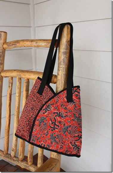 Lotus bag! I want to make one.  Scroll down to see this bag on the blog.