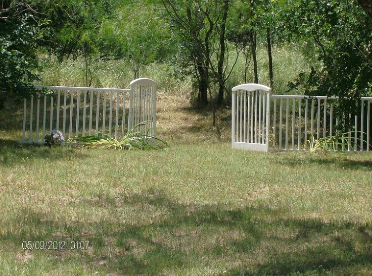 Turning a $5.00 garage sale baby bed into a decorative fence and gates.