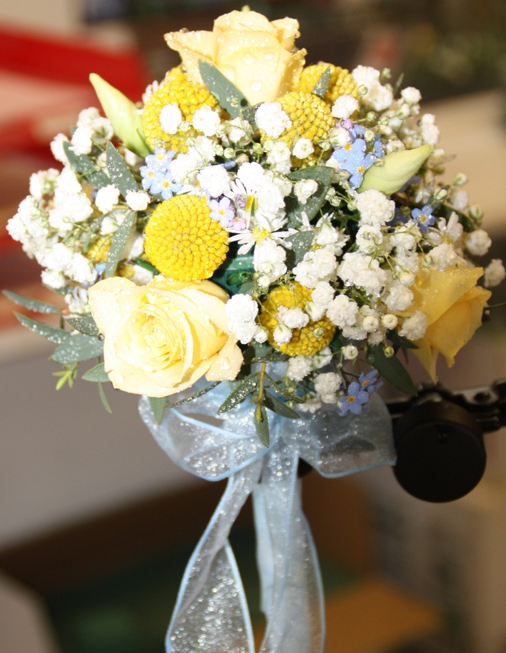 Bridesmaid posy in oasis holder