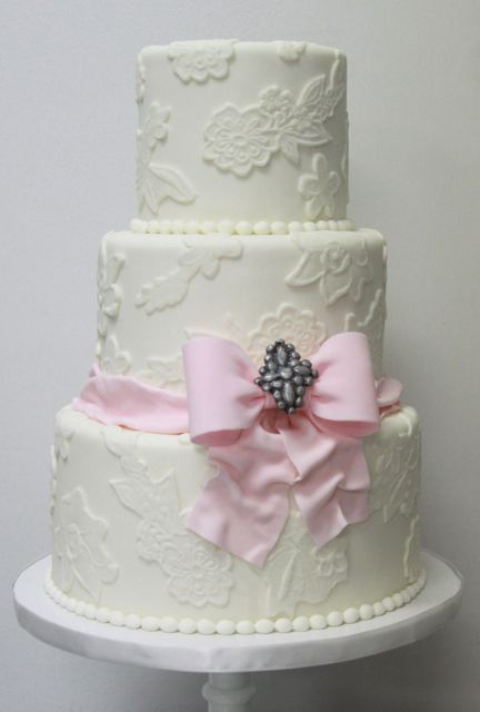 pink bow cake