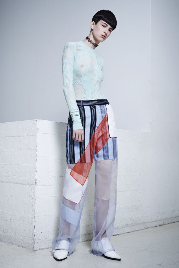 Fashion 2015: unpredictable stylistic decisions, textures and shades