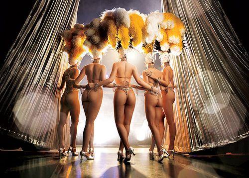 Stripshow  För det andra – en dansares outfit? Observera – ju fler plagg desto bättre! Så det finns mer att ta av. Det finns gott om idéer för kostymer. Det mest självklara dvs. en minikjol, en snäv topp och sexiga linnen är bra medan läder och latex rekommenderas till dem, som är sugna på mer .  http://neworleans.pl/en/?nkpage=2