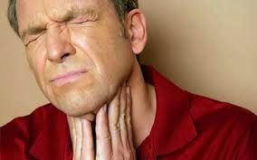 AIRLIFE te dice.  La faringitis, o dolor de garganta, es la molestia, el dolor o la carraspera en la garganta que a menudo hace que tragar sea doloroso. Las bacterias que pueden causar la faringitis abarcan estreptococos del grupo A, que llevan a la amigdalitis streptocócica  en algunos casos.