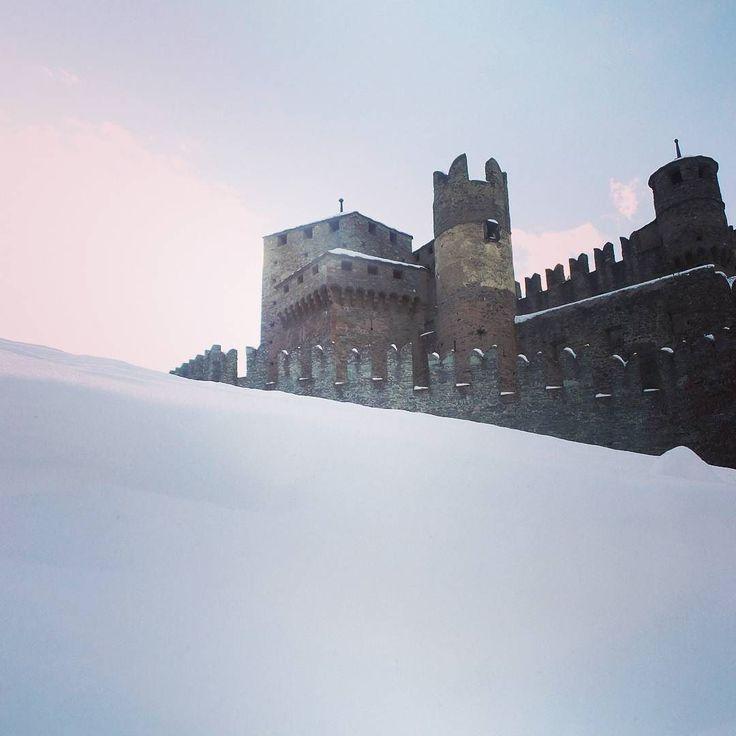 #castello #fenis #igersaosta #nevicata #invda #chezhcdc #love #winter #panorama #castle #valledaosta #neve