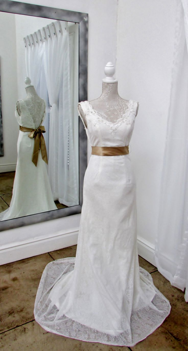 Just love this dress with the vintage lace......!