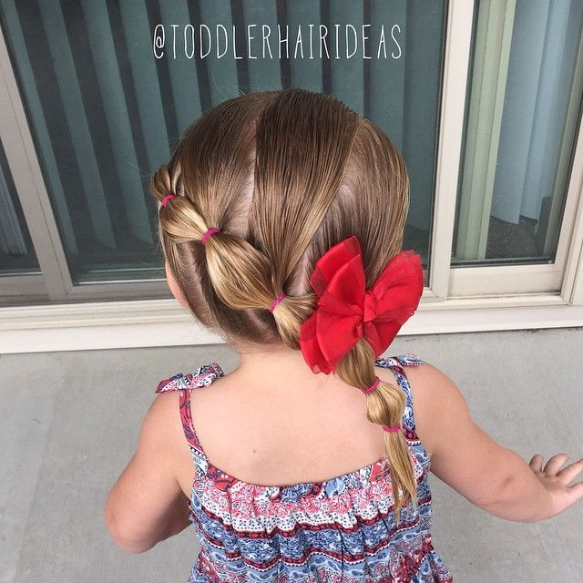Today I twinned with Alicia {@simplystranded} and Angie {@brownhairedbliss} - we did diagonal wrap around bubble ponies inspired by {@jehat and @swamptrapp1975} I didn't want distinct part lines on the top of her head, so I sectioned off the top half of hair and clipped it aside, then I did 4 ponies using the bottom hair, then I grabbed/added the hair from the top but didn't part it, and finally connected them all! #toddlerhair #toddlerhairideas #toddlerhairstyles #cutetoddlerhair…