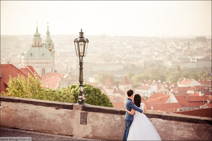 Alvin and Mary are lovely people from Singapore, who came to Prague to get married and to get romantic wedding photos with Prague views. Early in the morning professional wedding photographer in Prague sett off with the couple for a long walk around Prague sights. Morning in Prague is best time for photo shooting, since the tourists are still in their hotels and the Prague Hrad, Old Town Square, Charles Bridge are not overcrowded.