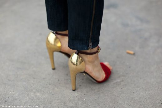 goooold.: Red Shoes, Street Style, Travel Fashion, Woman Shoes, Fashion Blog, Silver Shoes, Gold Heels, Heavy Metals, Metals Shoes
