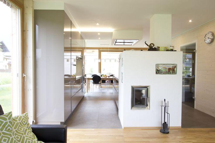 Kachelofen und Wohnraum integriert in Küche
