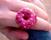 visit my new shop of miniatures and food jewels !  Anello Miniatura in Fimo Ciambella alla crema di lampone con formiche di zucchero fatto a mano : Anelli di takethecannoliminishop