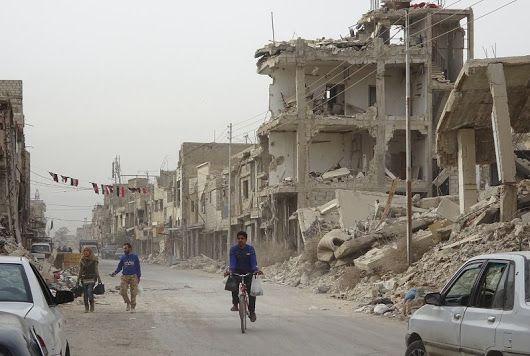 「普通の暮らし」の背景で砲声が遠く響き、郊外には戦闘で廃虚と化した街が…。内戦7年目のシリアの首都ダマスカスを記者がルポしました。 https://mai...