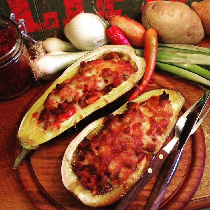 Aubergienboote mit Paleo Chili con Carne