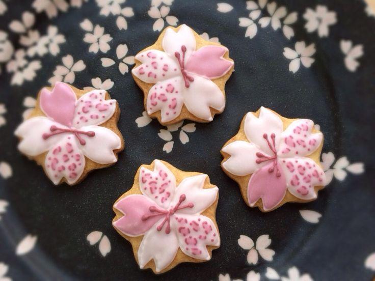 ヒョウ柄の桜のアイシングクッキー