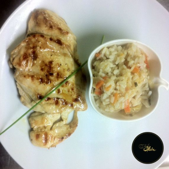 O melhor Filete de Frango grelhado com arroz de legumes. Muito Saboroso. Best Grilled Chicken fillet with vegetable rice . Very tasty.