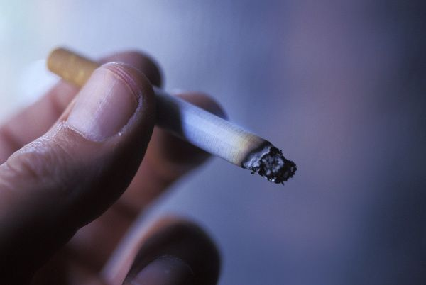 Fajčenie nikdy nebude patriť medzi zdravé návyky. Paradoxom však je, že mnohé výskumy objavili jeho pozitívne účinky pre ľudský organizmus, ktoré vás prekvapia. Nezabúdajte však, že napriek tomu sa tieto výhody nedajú porovnať s tým, aké závažné zdravotné problémy môže spôsobiť.