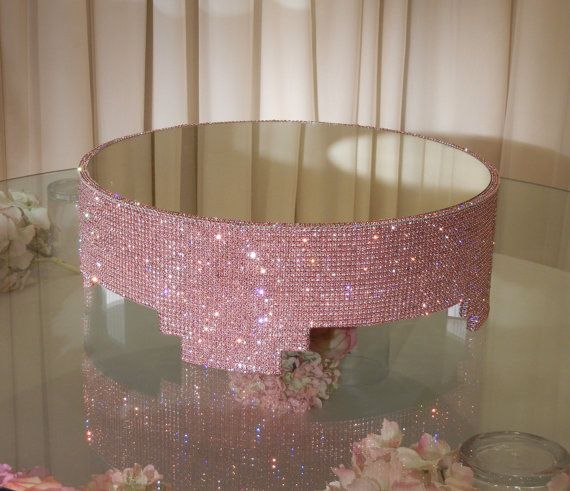 oooh pink and sparkly!Decor Wedding, Crystals Covers, Black Cake, Round Pink, Pink Cakes, Cake Stands, Wedding Cakes, Covers Cake, Crystals Cake