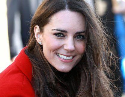 Alegría para la familia Real Británica ya que tras celebrarse la boda entre el Príncipe Guillermo de Inglaterra y Katte Middleton hace algo más de un año ya podemos decir que la pareja espera a su primer hijo. En Prensacorazón os explicamos ahora cómo es el embarazo de Katte Middleton embarazada. Índice del artículo: Kate …