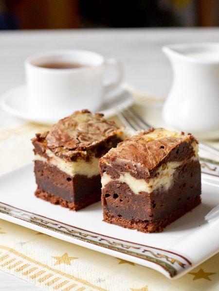 Странные дела творятся у нас в доме: вроде бы и нет ярых любителей шоколада, но как только я пеку солидную порцию брауни в очередной вариации, все съедается просто в один присест. С пирожными, рецепт которых я хочу дать вам сегодня, было именно так  Эти пирожные похожи на уже имеющиеся в блоге брауни со сливочным [...]