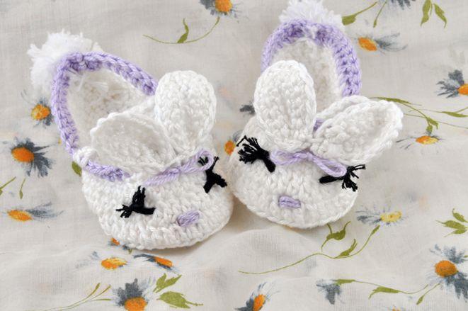 Queste dolci scarpine neonato a forma di coniglietta sono una bellissima idea regalo per le nostre bimbe o come portaconfetti per battesimo