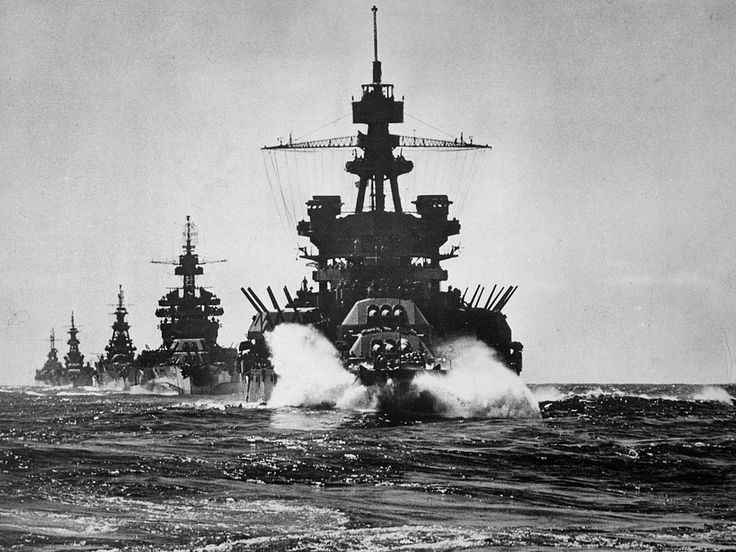 The battleship USS Pennsylvania (BB-38) leads a battleship and three cruisers into Lingayen Gulf preceding the landing on Luzon, Philippines, January 1945.