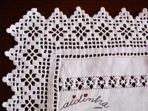 Pormenor do crochet e da bainha aberta deste conjunto