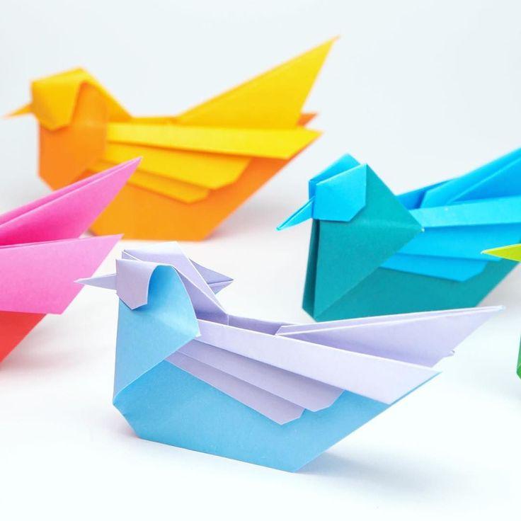 Pretty origami mandarin birds tutorial: https://youtu.be/O5IupeXm_9E designed by the late Simon Anderson #origami #origamibird #paperkawaii #paperfolding #origamianimal #paper #foldoftheday #instaorigami