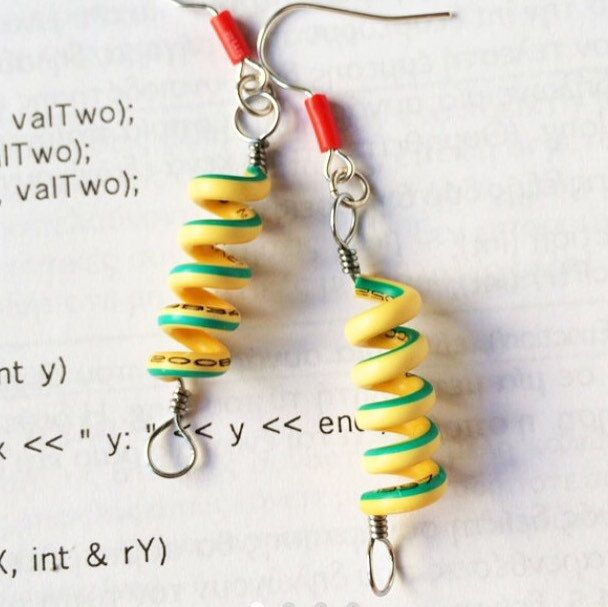 Recycling old cables to modern earrings! Geek chic is the new sexy ;-)