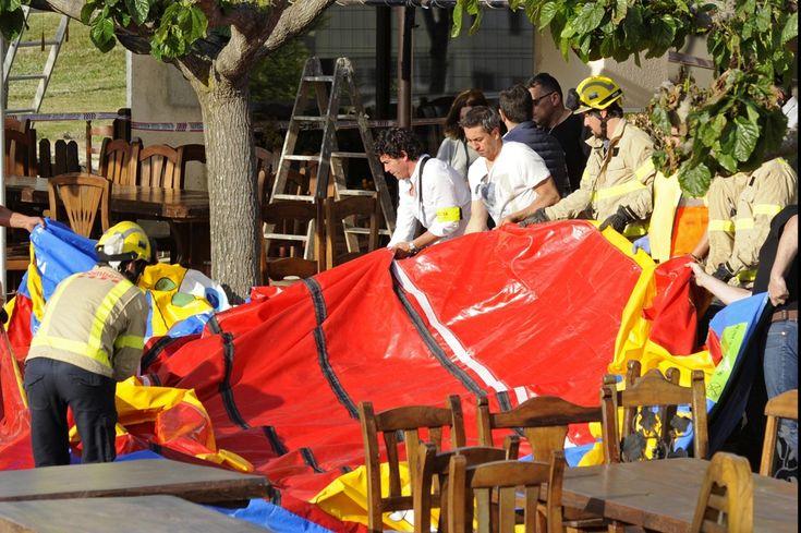 Een zesjarig meisje is zondagmiddag overleden, nadat het springkussen waarop ze aan het spelen was vermoedelijk explodeerde. Het ongeval gebeurde bij een r...