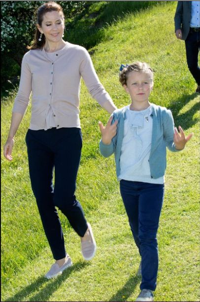 Queens & Princesses - Princess Isabella participated in her first official duties. Princess Mary was there to help.