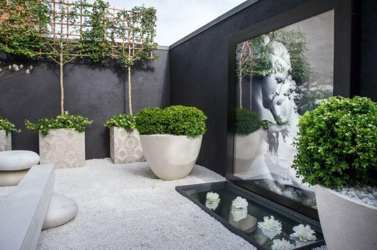 jardin élégant de déco japonaise avec du gravier blanc