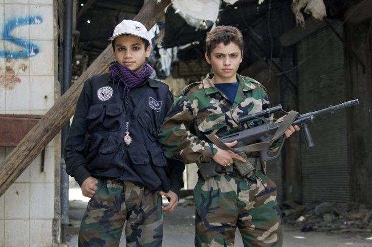 No cabe duda que la guerra en Siria ha traspasado fronteras. Se ha convertido en un campo de batalla en el que diversos países –Estados Unidos, Rusia, Arabia Saudí, Irán…- luchan por sus intereses, mientras que la población civil sufre las consecuencias. En el terreno, hay miles de combatientes de diversos