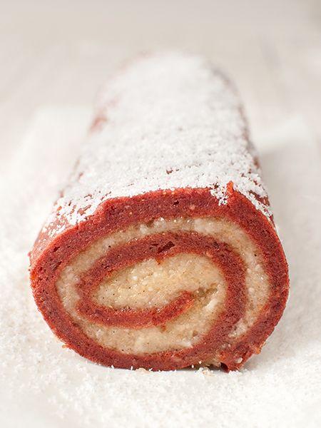 Raw Strawberry Roulade | Simple & Light Desserts: 40+ Low-Fat Raw Vegan Recipes #801010 #glutenfree #paleo