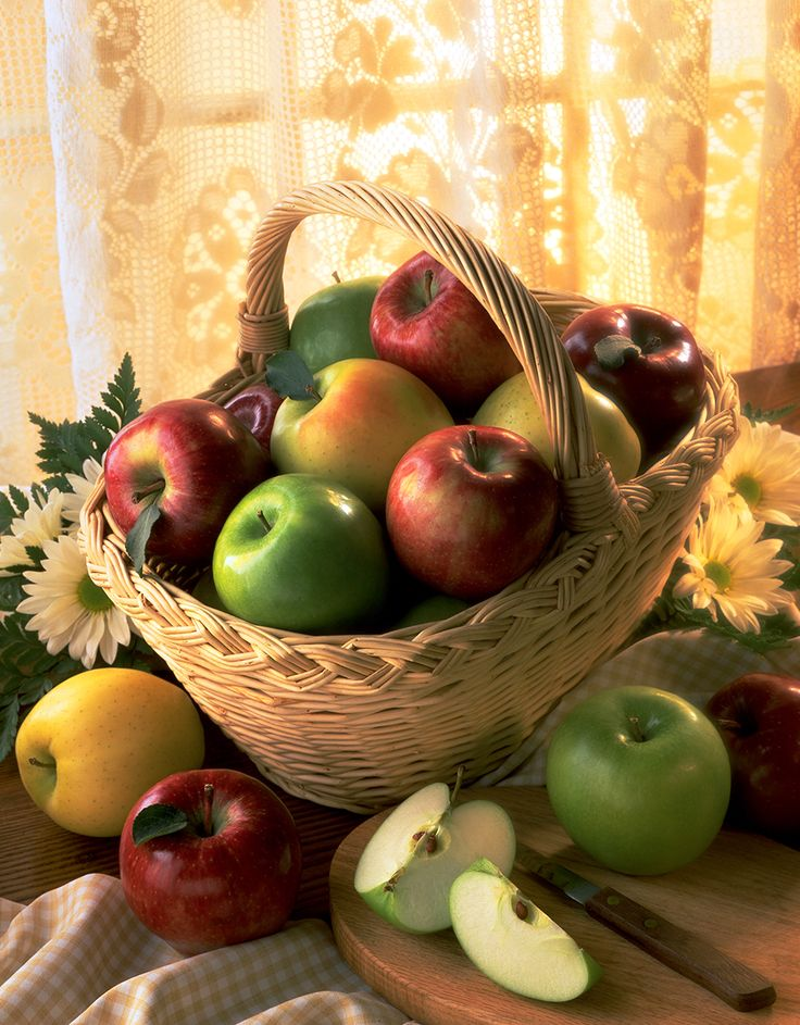 Apples are hitting the chart of the top 8 healthiest fruits you should be eating.