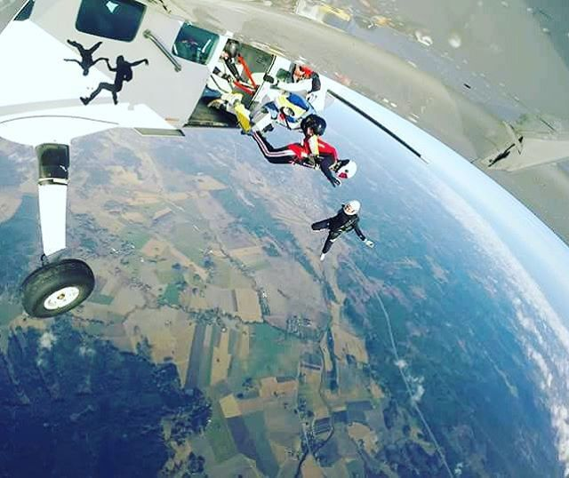 Go go go! Speed star exit. #gryttjom #skydive #iloveskydiving #hoppafallskärm #fallskärmshoppning #grandcaravan #greenlight #speedstar #happyskydivers #readysetgo #exitexit #freefalling #cookiehelmets #leadtheway @stockholmsfallskarmsklubb Photo by DaZY - The Caravan (Camera owner: Peter Holm)
