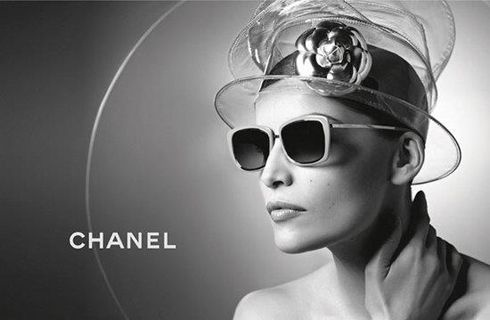 Simply... Chanel! (Laetitia Casta)