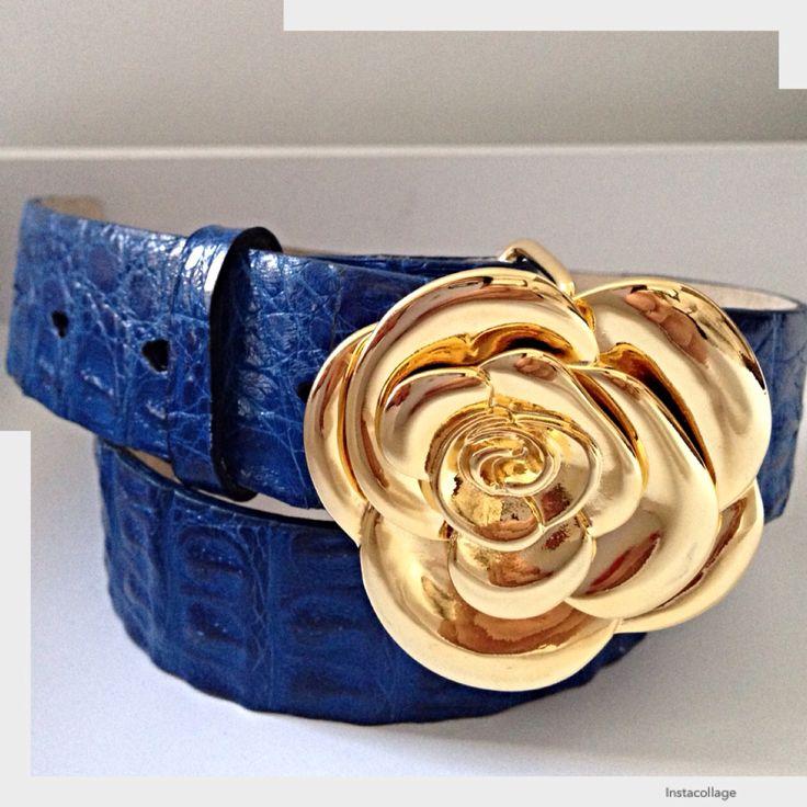 Hebilla rosa, cinturón azul rey, correas belts