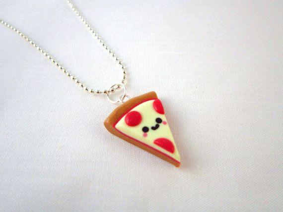 Chaveiro de pizza ou pingente para colar.
