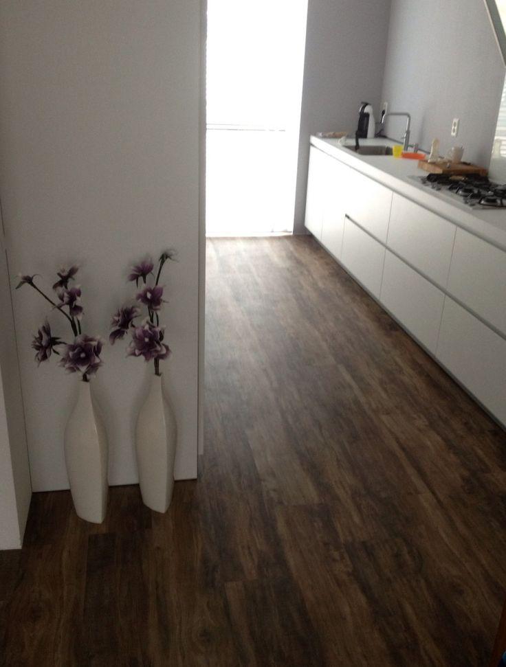 Mooie PVC vloer. Geschikt voor de hele woning.  Lijkt net echt hout, sfeervol en makkelijk in onderhoud. Door Van Steijn woning&projectstoffering