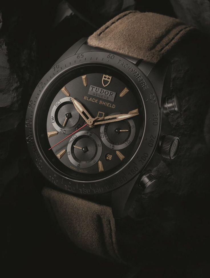 Montre homme Tudor Fastrider Black Shield chronograph noir Cadran face- verygoodlord