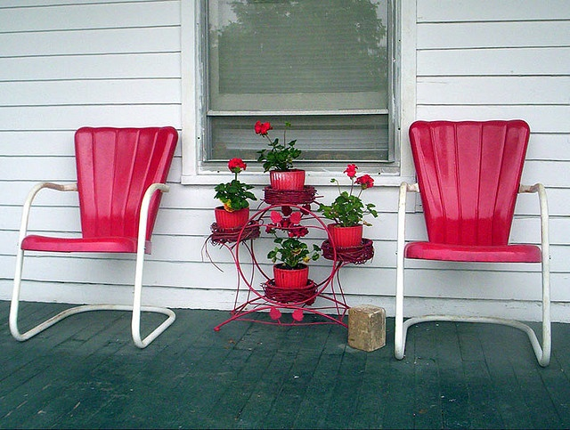 Love These Vintage Metal Lawn Chairs