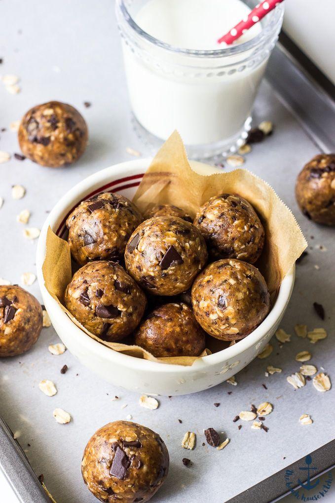 Chocolate Espresso Almond Energy Bites | The Beach House Kitchen